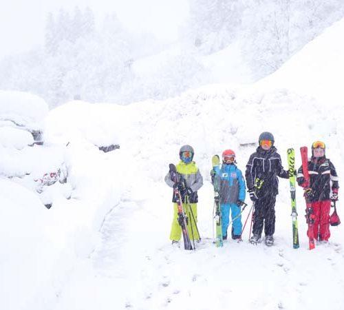 P1000805 Schneemasse vor dem Haus